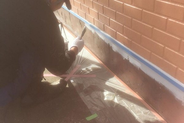 基礎 塗装 施工中
