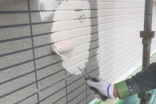 外壁 中塗り 施工中