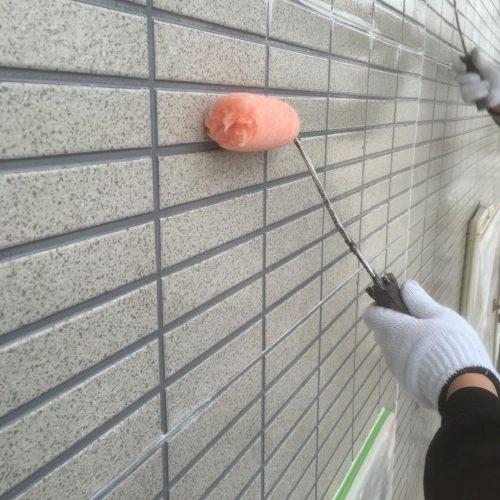 外壁 下塗り 施工中