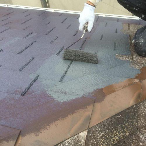 屋根 中塗り 施工中