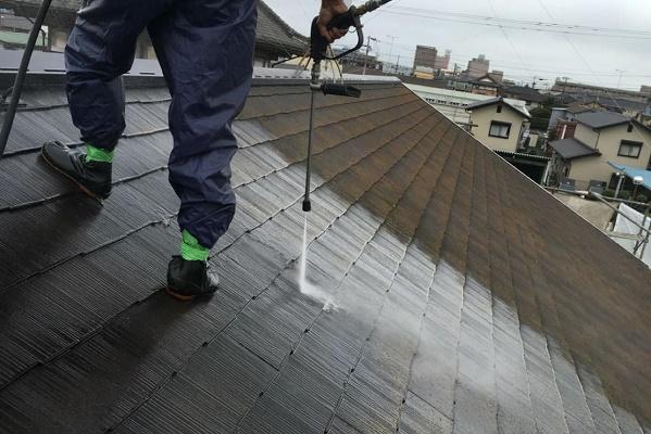屋根 高圧洗浄 施工中