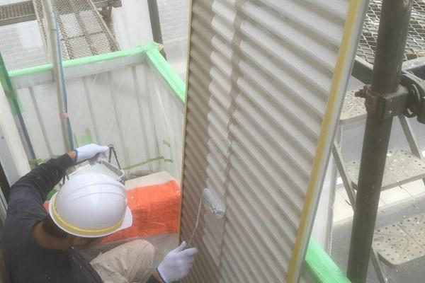 雨戸塗装 施工中
