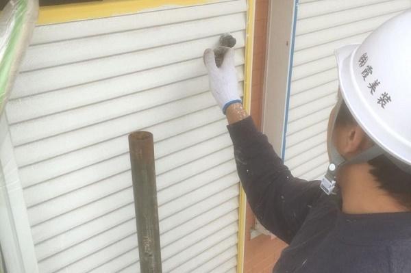 雨戸 塗装 施工中