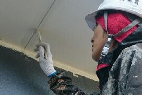 軒天塗装 施工中