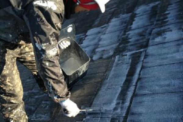 屋根 下塗り 施工中