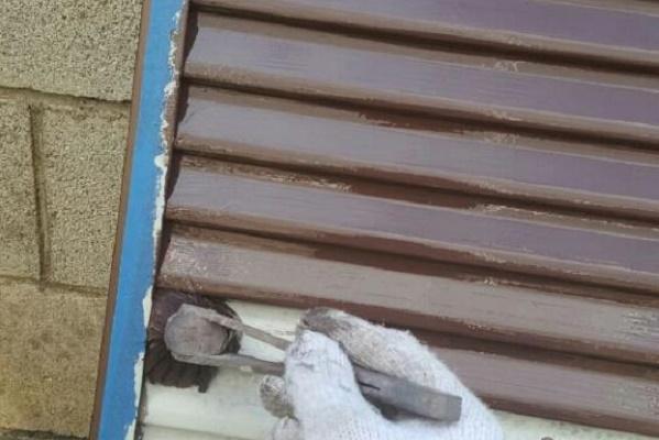 雨戸 1回目塗装 施工中