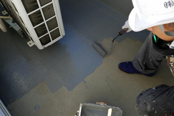 ベランダ トップコート塗装 施工中