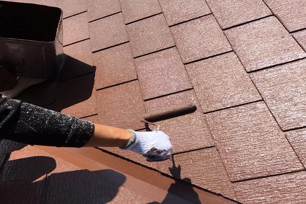 屋根 上塗り 施工中