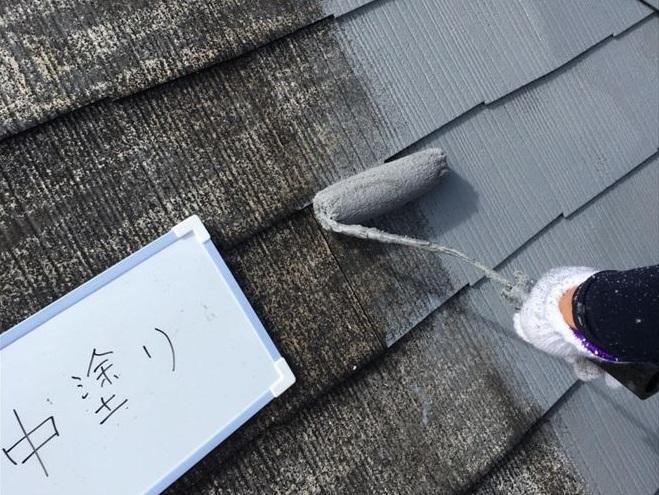 ⑨下塗りが完全に乾いたら中塗りします。