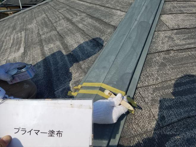 ④板金の隙間を埋めます。埋める所をマークし、接着を良くするためにプライマーという液体を塗ります。